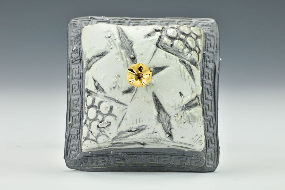 Single Gold Flower Wall Plaque